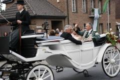 Koenigspaar-in-der-Kutsche