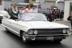 Koenigspaar-im-Cadillac-2014